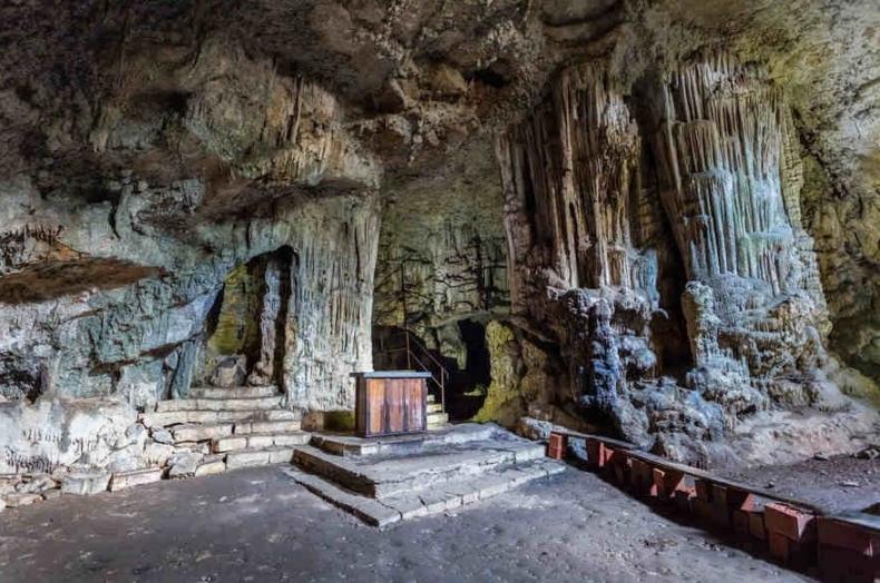 sveta jama