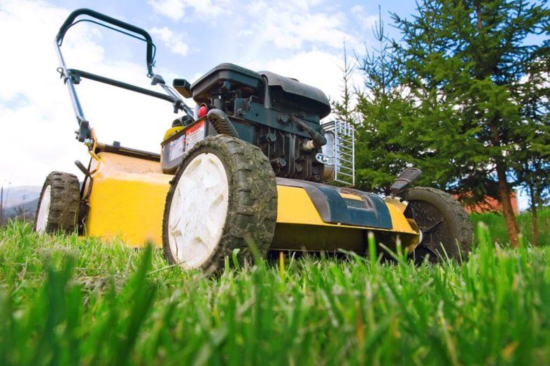 Strojna košnja trave in čiščenje jarkov