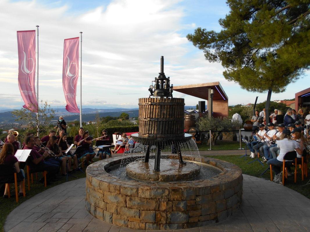 Menjava soda in pobratenje pivske ter vinske fontane