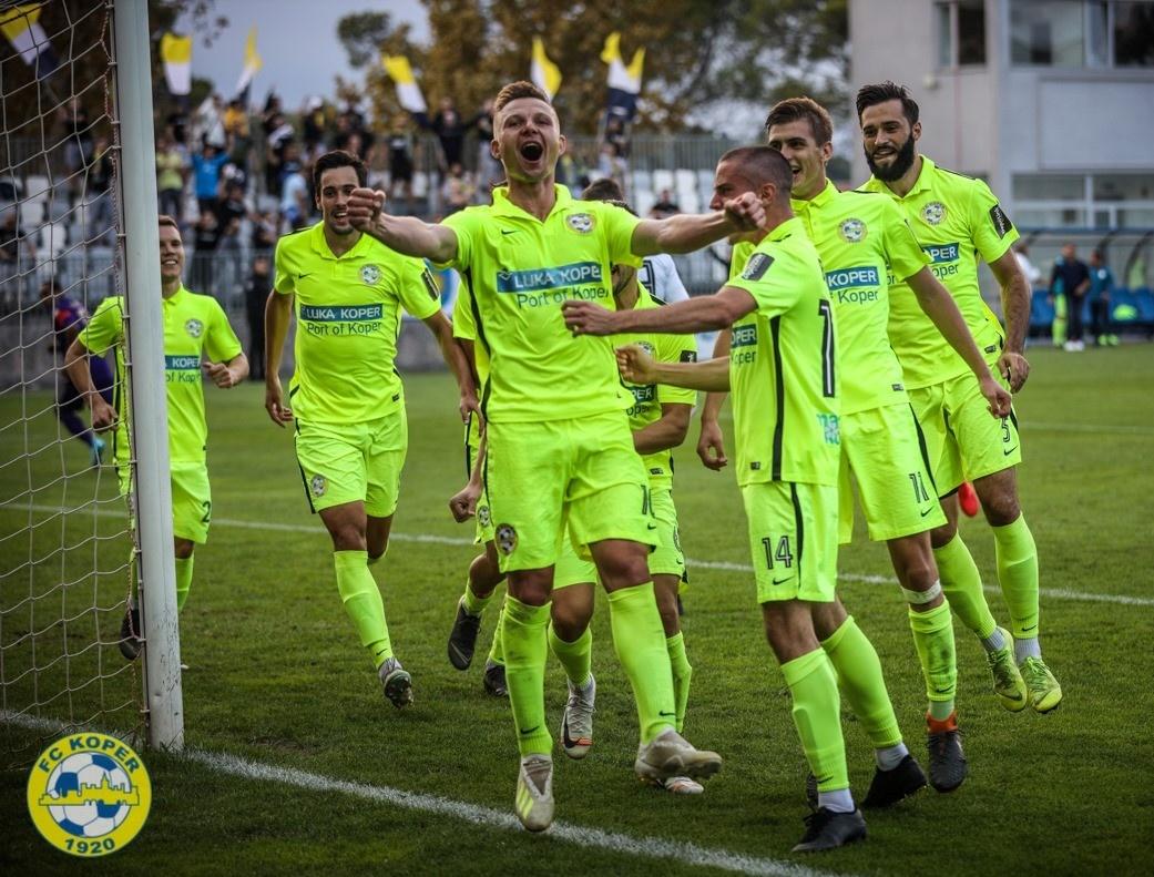 Koprski nogometaši z borbenostjo izločili Maribor iz pokalnega tekmovanja