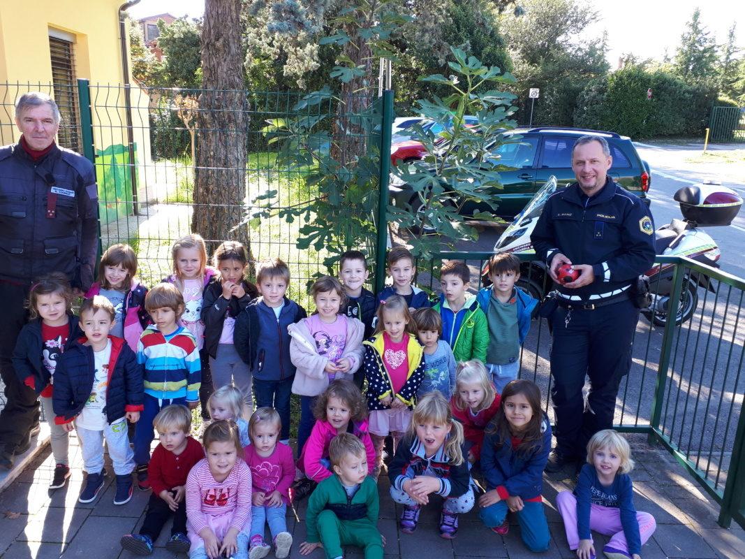Otroci navdušeni nad poklicem občinskih redarjev