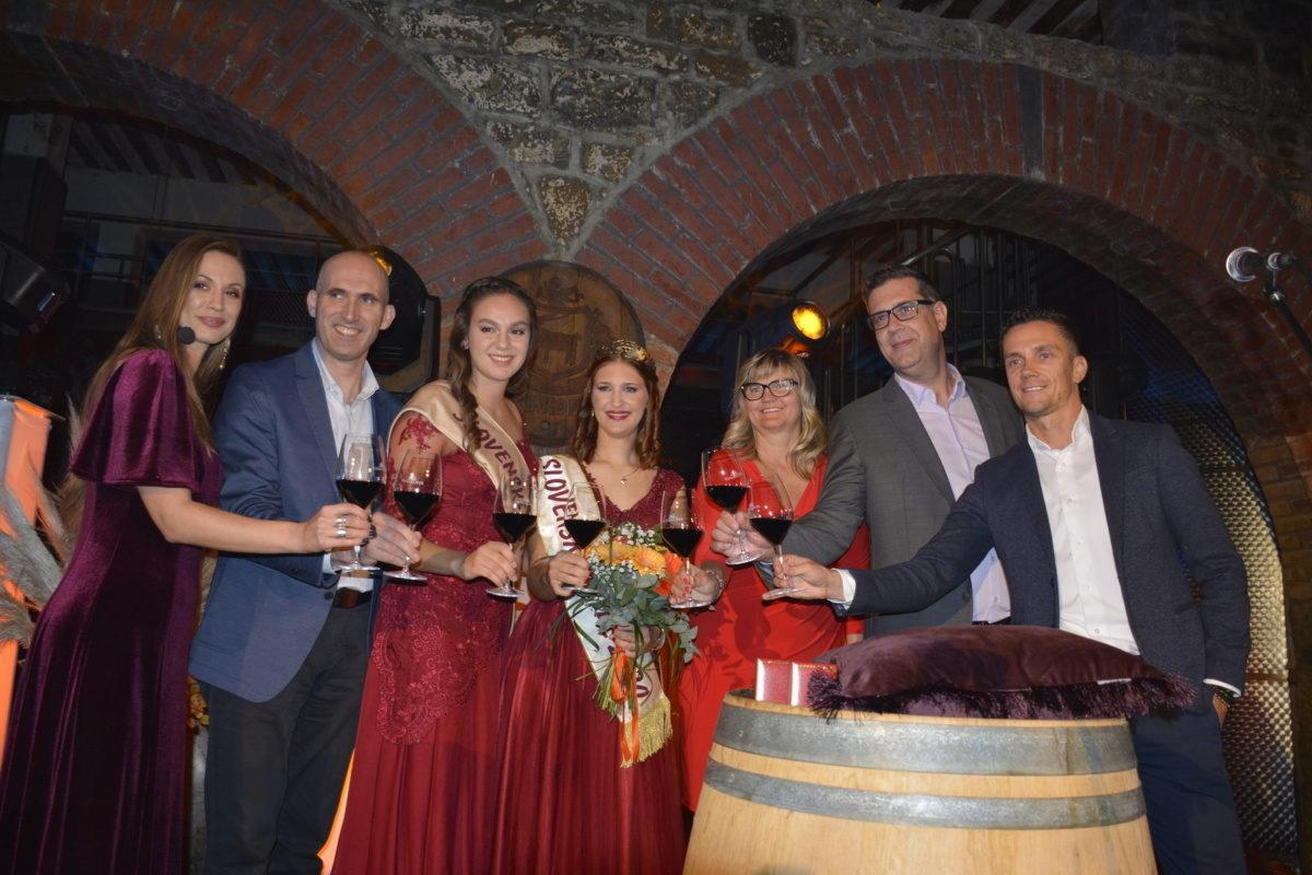 Župan okronal 9. vinsko kraljico slovenske Istre