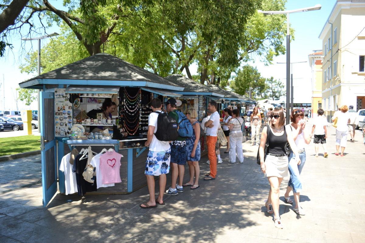 Odprt je javni razpis za prodajne hiške in javne površine v Kopru